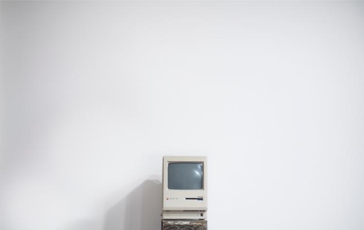 旧电脑,比如被WannaCry勒索软件攻击的过时计算机系统
